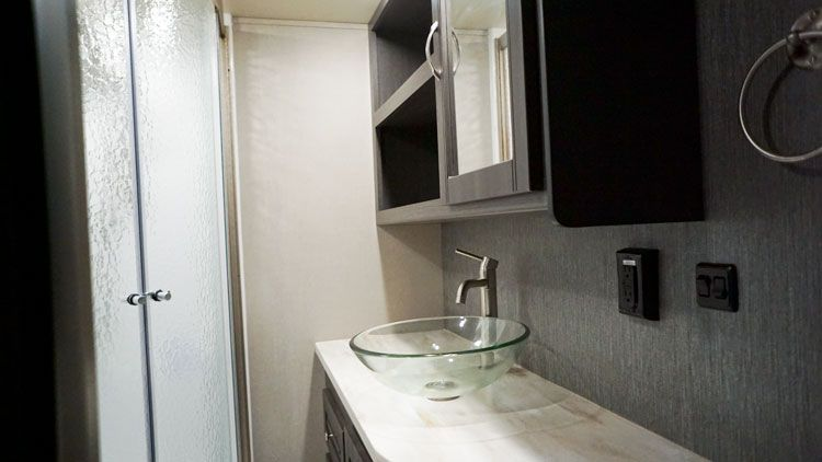 toy_hauler_5th_wheel_4250W_bathroom_cabinets.jpg