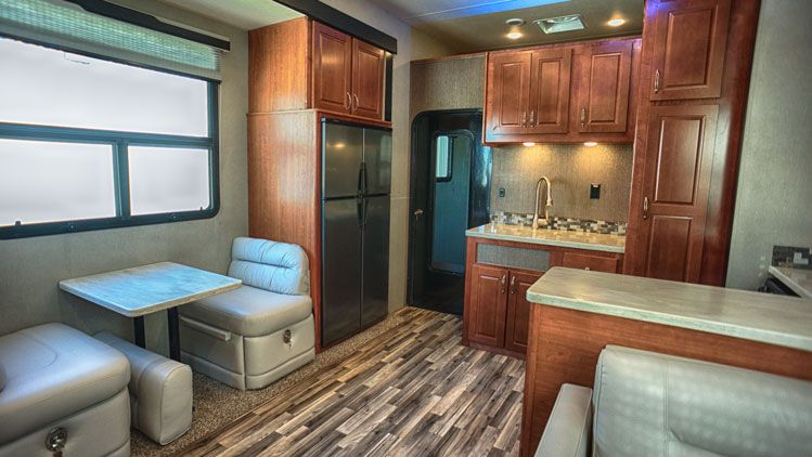 toy_hauler_hard_rock_maple_4250W_interior03.jpg