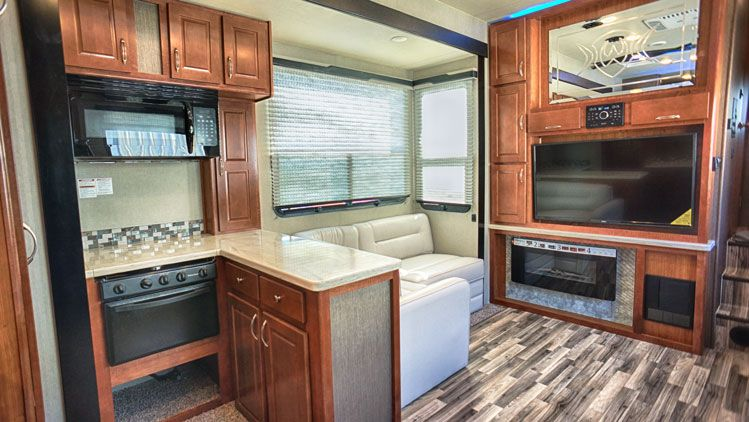 toy_hauler_hard_rock_maple_4250W_interior04.jpg